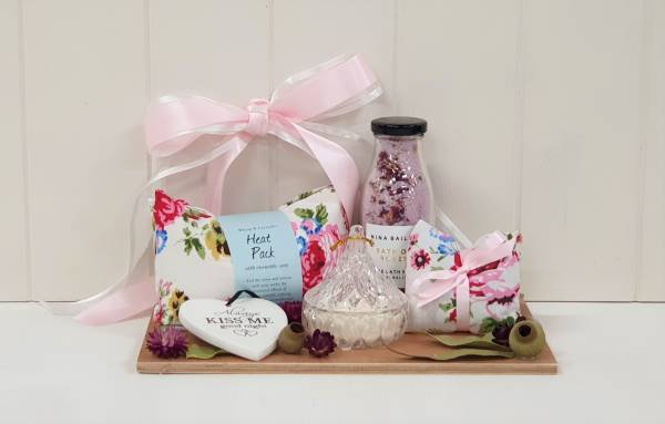 Rose Bloom Hamper 600x400 1